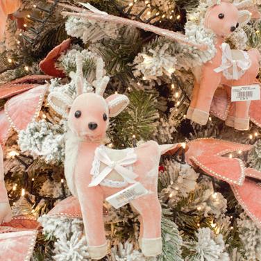 Decoración en rosa árbol de Navidad